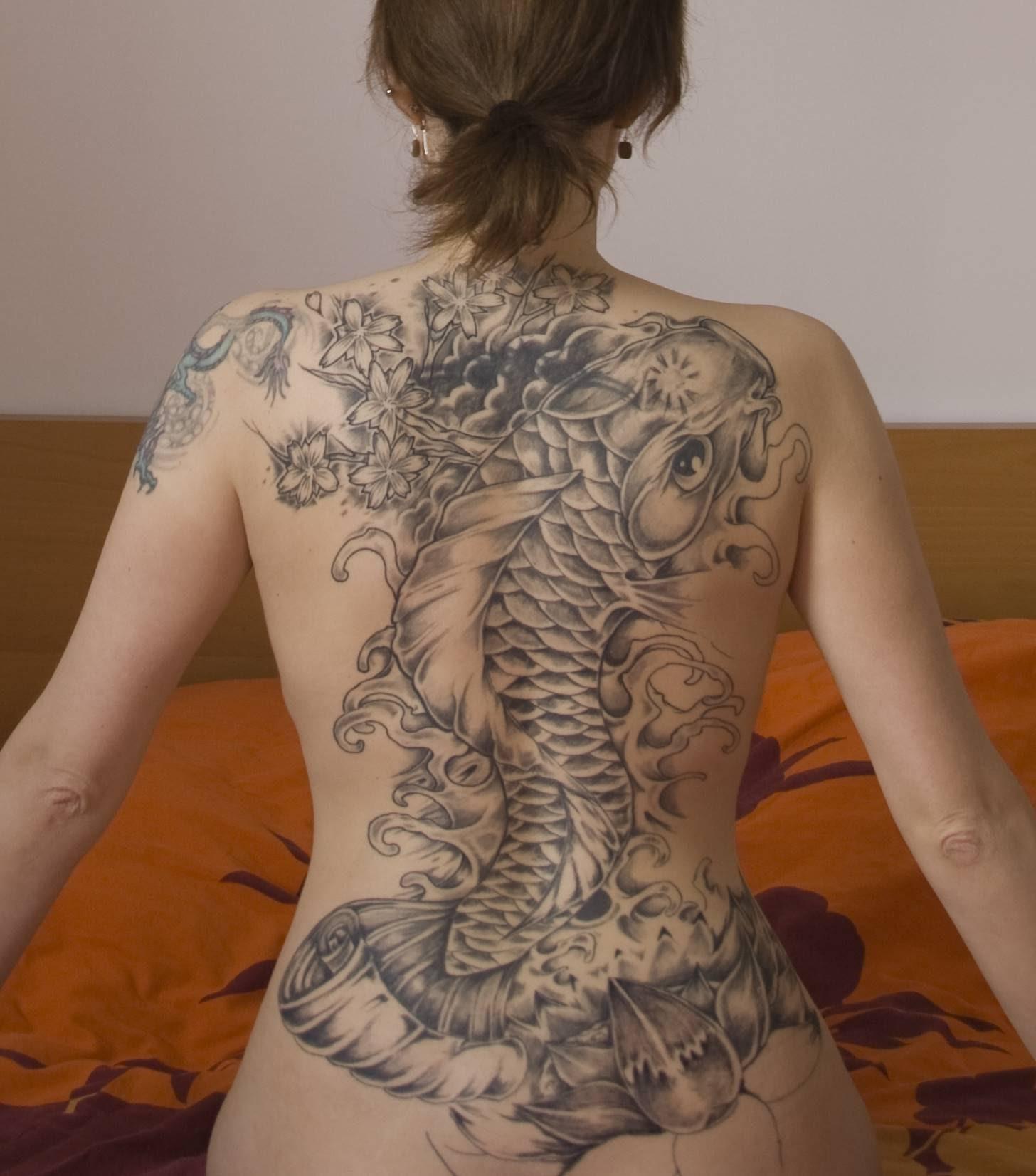 Фото женских татуировок на всю спину